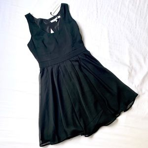 CUPCAKES & CASHMERE • LBD KEY HOLE BACK BABY DOLL